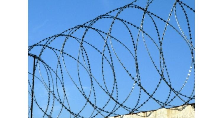 Спиральный барьер безопасности из армир. колючей ленты: бухта 900мм 4,2 витков в п.м, клепок- 5 ГОСТ 3282-74 (10м)