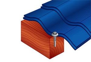 Крепление листов металлочерепицы к деревянным конструкциям