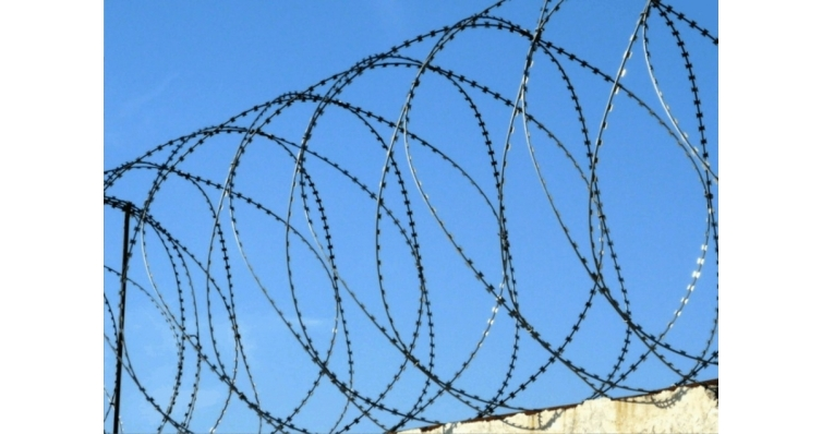 Спиральный барьер безопасности из армированной колючей ленты:бухта 955мм 5 витков в п.м, клепок-5 ГОСТ 3282-74 (20м)