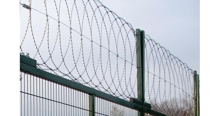 Плоский барьер безопасности из армир. колючей ленты: бухта 950мм витков в п.м. 4,4, 8 клепок в п.м. ГОСТ 3282-74 (10м)