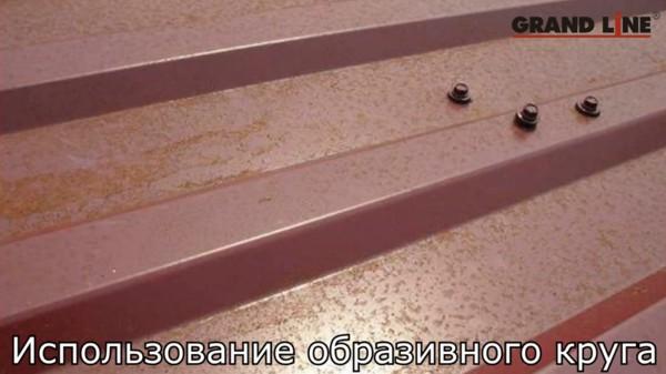 Использование болгарки при монтаже черепицы