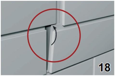 Отодвигаем пазы предыдущей панели и фиксируем последнюю панель на стене
