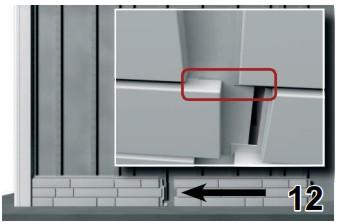 Вставляем фасадную панель в пазы